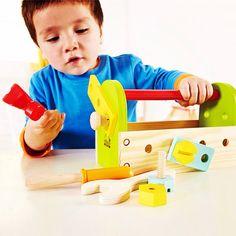 Novidade!! E muito! Muito! Muito! Apaixonada!! Minha Primeira Caixa de Ferramentas!!❤️❤️❤️❤️ Porcas, parafusos e todas as ferramentas de pequenos construtores prontas para ação!  Habilidades motoras finas: Promove a destreza, as coordenações mão/olho, e manipulações. Imaginação e Criatividade: Incentiva o jogo imitativo e imaginário, promove contação de histórias de fantasia, role playing e criatividade. *Idade recomendada: a apartir de 3 anos.