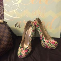 Flower Heels Forever 21 in these beautiful heels. With the perfect pair of shoes you can complete an amazing outfit. Let these be yours!       Pre loved but lots more to give. No tears or stains. The only sign of wear is on the soles(obviously lol) Forever 21 Shoes Heels