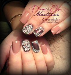 Nails 3d. Diseño hecho en Fashion Zone Monterrey 8348.9999. Especialistas en uñas acrílicas.