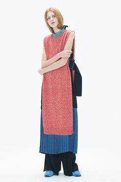 トーガ(TOGA) 2017 Pre Fallコレクション Gallery20 Knit Fashion, Fashion Days, Runway Fashion, High Fashion, Fashion Outfits, Womens Fashion, Street Fashion, Toga Pulla, Japan Fashion