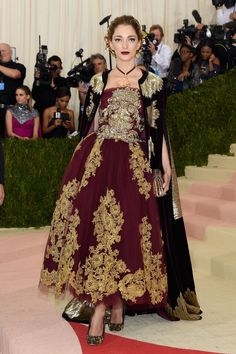 Vogue - Met Gala 2016: Fashion - Live from the Red Carpet - Sofía Sanchez de Betak in Dolce & Gabbana