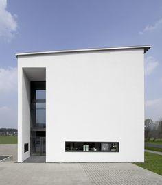 Außenansicht, Fassade, Parkplätze, Eingangsbereich