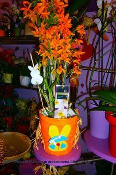 """Vaso pintado com um coelhinho em EVA , à venda na  Florista """"Doze Pétalas"""" - Rua de Cedofeita, 273 -A- Porto Telef: 967741776 -http://caixinhadesurpresasmena.blogspot.pt/"""