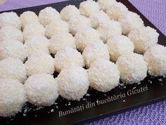 Bomboane Raffaello de casa - Bunătăți din bucătăria Gicuței Krispie Treats, Rice Krispies, Cake Recipes, Deserts, Food Ideas, Raffaello, Recipes For Cakes, Desserts, Postres