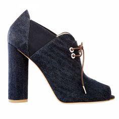 Tronchetti open-toe in denim - http://www.glamour.it/look/look-537-natural-style#