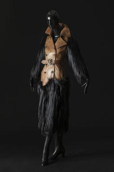 trench-coat, Zizi Jeanmaire, Te Quiero Ich Liebe Dich, La Revue (titre attribué) - 2014.01.15