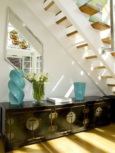 i really like the shape of the mirror with the angle of the stairs