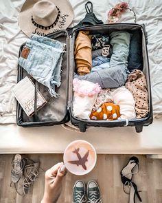 Travel Design Advertising - London Travel Drawing - - - Travel Destinations New Zealand Suitcase Packing, Travel Packing, Usa Tumblr, Cute Suitcases, Travel Wallpaper, Vintage Design, Travel Aesthetic, Travel Couple, Summer Travel