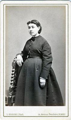femme enceinte, France, 19e  photographe HUGUET-MOLINE Louis