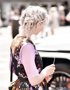 #mbfwb outfit 2: Rebekka Ruétz Kleid – Nachgestern ist vormorgen Outfit, Hair, Cat Walk, Braided Hairstyles, Hair Colors, Gowns, Outfits, Kleding, Strengthen Hair