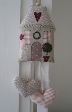Fabric house with hanging hearts. Sewing Toys, Sewing Crafts, Sewing Projects, Hobbies And Crafts, Diy And Crafts, Fabric Hearts, Lavender Bags, Fabric Houses, Hanging Hearts