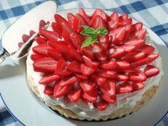 This Strawberry Mascarpone Tart combines a layer of mascarpone mousse with sliced fresh strawberries atop a puff pastry crust. Fruit Recipes, Sweet Recipes, Dessert Recipes, Desserts, Strawberry Sweets, Sauces, Turnover Recipes, Frozen Puff Pastry, Creamy Cheese