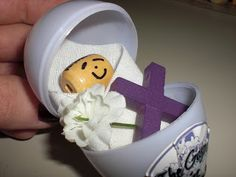 Look to Him and be Radiant: The Gospel in an Eggshell- Make the connection between Baby Jesus at Christmas and Jesus' sacrifice on Good Friday with this object lesson complete with free printables. He was born in order to die so that we might live.