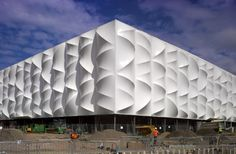 Image 3 of 18 from gallery of London 2012 Basketball Arena / Wilkinson Eyre Architects. Photograph by Edmund Sumner Facade Architecture, Beautiful Architecture, Contemporary Architecture, Stadium Architecture, Installation Architecture, Unique Buildings, Amazing Buildings, Olympic Basketball, Architects London