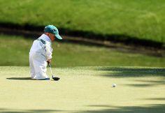 Le fils du golfeur américain Scott Stallings lors du Par-3 Contest sur le parcours d'Augusta (Georgie, Etats-Unis), le 9 avril 2014. JIM WATSON / AFP