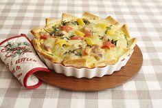 キッシュの生地をサンドイッチ用のパンで代用してお手軽に。グラタン皿で作るパンキッシュ。/一品あれば大満足のごちそうレシピ(「はんど&はあと」2012年12月号)