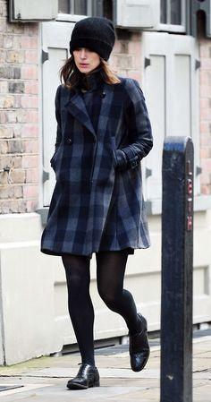 Keira Knightley sem perder estilo e elegância Keira Knightley Casual, Keira Christina Knightley, Casual Look, Look Chic, Plaid Coat, Winter Stil, Winter Looks, Her Style, Autumn Winter Fashion
