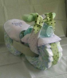 Motorcycle Diaper Cake Baby Shower Gift by DelightfulDiaperDuty - DIY - Geschenke verpacken - Baby Bricolage Baby Shower, Regalo Baby Shower, Baby Shower Crafts, Baby Shower Diapers, Baby Shower Fun, Baby Crafts, Baby Shower Parties, Shower Gifts, Baby Showers