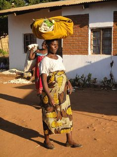 Lovely lady - Malawi African Image, Story Characters, East Africa, Shutterfly, Warm, Spaces, Fashion, Moda, La Mode