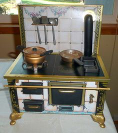 Vintage Toy Schopper Tin Kitchen Stove Made in Germany Kitchen Stove, Mini Kitchen, Miniature Kitchen, Toy Kitchen, Little Kitchen, Kitchen Cart, Kitchen Items, Antique Toys, Vintage Toys
