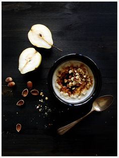 Oatmeal porridge with molasses and Hazelnuts