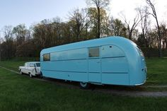 Check out this beautifully restored retro 1948 Vagabond! Old Campers, Vintage Campers Trailers, Vintage Caravans, Camper Trailers, Happy Campers, Travel Trailer Rental, Horse Trailers For Sale, Classic Campers, Camper Caravan