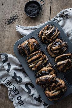 mini babkas with homemade mohnfix + grand marnier apricot glaze recipe Good Healthy Recipes, Gourmet Recipes, Baking Recipes, Snack Recipes, Grand Marnier, Apricot Glaze Recipe, Calories In Vegetables, Babka Recipe, Sweet Bakery