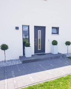 Back Gardens, Outdoor Gardens, Porch Plants, Backyard, Patio, House Entrance, House Front, Garden Design, Home And Garden