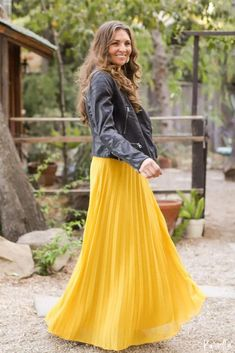 Golden Hour Maxi Skirt : Beautiful pleated maxi skirt featuring an a-line cut silhouette and chiffon overlay. This gorgeous yellow skirt for women is perfect for fall! Yellow Pleated Skirt, Pleated Skirt Outfit, Pleated Maxi, Maxi Skirts, Short Outfits, Fall Outfits, Cute Outfits, Short Skirts, Overlay