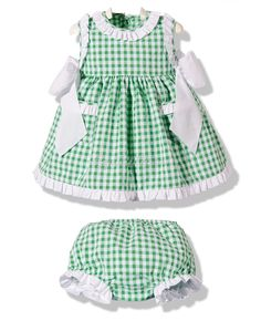 Dressed in green gingham braguita Baby Girl Dress Patterns, Little Girl Dresses, Girls Dresses, Baby Outfits, Kids Outfits, Little Girl Closet, Diy Dress, Baby Sewing, My Baby Girl