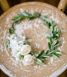 flower crown on your wedding day is always a good idea Simple Flower Crown, Flower Girl Crown, Flower Crown Wedding, Simple Flowers, Bridal Flowers, Flowers In Hair, Floral Wedding, Flower Crowns, Flower Girls