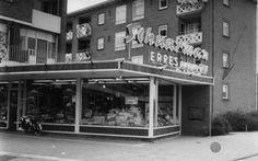 Gezicht op de winkel in elektrische apparaten van Radio Schuurman NV ('t Goylaan 75) te Utrecht.1964