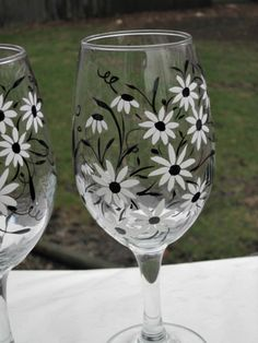 Wine Glasses Pair of 13 oz Wine Glasses Hand Painted Black - Decorated wine glasses - Diy Wine Glasses, Decorated Wine Glasses, Hand Painted Wine Glasses, Painted Wine Bottles, Painting On Wine Glasses, Broken Glass Art, Sea Glass Art, Fused Glass, Stained Glass