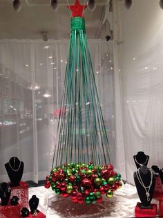 Image effect for Christmas window for jewelry… - Diy Jewelry Projects - Image . Unusual Christmas Trees, Christmas Tree Images, Alternative Christmas Tree, Christmas Tree Themes, Noel Christmas, Xmas Tree, Christmas Projects, Creative Christmas Trees, Christmas 2019
