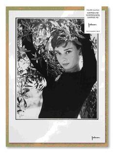 """Làmina de l'exposició """"Sorprèn-me! Fotografies de Philippe Halsman"""", representant a Audrey Hepburn."""