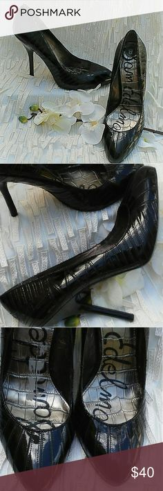 """Sam Edelman Black Patent Leather Pumps Gorgeous shinny black patent leather with sewn in pattern detail. Size 8 with 4 1/2"""" heel. Perfect condition on the outside, (as seen in photos) but there are 2 spots inside where the lining has rubbed off. Beautiful and very classy!!!!! Sam Edelman Shoes Heels"""