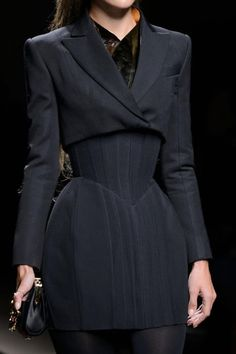 View all the detailed photos of the Balmain autumn (fall) / winter 2016 showing at Paris fashion week. Fashion Details, Look Fashion, High Fashion, Fashion Show, Fashion Outfits, Fashion Tips, Fashion Design, Fashion Weeks, Classy Fashion