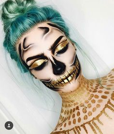 Looking for for ideas for your Halloween make-up? Browse around this site for creepy Halloween makeup looks. Halloween Makeup Looks, Up Halloween, Vintage Halloween, Vintage Witch, Costume Halloween, Weird Vintage, Halloween Tutorial, Halloween Horror, Halloween Smink