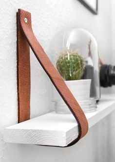 Diy Furniture : DIY Leather belt shelf by katarinanatalie.dk Diy Furniture DIY – Leather belt shelf by katarinanatalie.dk -Read More – Diy Leather Belt, Handmade Leather, Vintage Leather, Cheap Bookshelves, Creative Bookshelves, Cheap Shelves Diy, Diy Bookcases, Decorating Bookshelves, Floating Shelves Diy