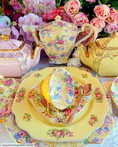 Pretty vintage tea set from The Vintage Table Tee Set, Party Set, Teapots And Cups, China Tea Cups, My Cup Of Tea, Tea Service, China Patterns, Mellow Yellow, Pink Yellow