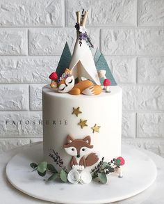 """1,839 Likes, 48 Comments - PATOSHERIE (Tosh) باتوشري (@patosherie_cakesandbakes) on Instagram: """"Another woodland cake but this time just the foxy fox under her little teepee. Our client really…"""""""
