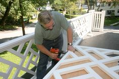 Building a Chinese Chippendale Balustrade Deck Railing Design, Patio Railing, Wood Railing, Diy Home Furniture, Building Furniture, Balustrade Balcon, Porch Gate, Patio Privacy Screen, Porch Addition