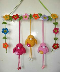 Hester's Creations: crochet Birds flowers garland, bunting. I love this but I ca… - Handcrafted Ideen Crochet Garland, Crochet Decoration, Crochet Home Decor, Crochet Crafts, Crochet Toys, Crochet Projects, Crochet Birds, Easter Crochet, Crochet Flowers
