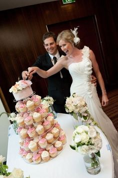 cupcakes 'wedding cake' love this for my