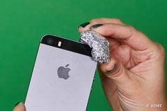 Aluminum Foil Hacks: All the Ways That This Foil Can Change Your Life - Page 31 of 78 Oven Cleaning, Cleaning Hacks, Lifehacks, Iphone Owner, Ignorant, Natural Beauty Recipes, Homemade Cleaning Products, How To Remove Rust, Tips & Tricks
