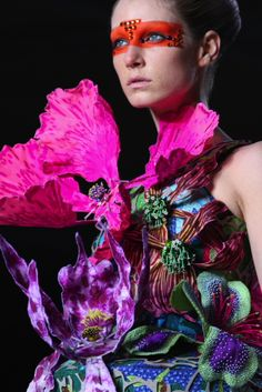 Manish Arora is a big Inspiration for my theme of Couture Campers as he uses bright & bold colours. His creations are wonderful and beautiful! Weird Fashion, Fashion Art, Editorial Fashion, Fashion Pics, Flower Fashion, High Fashion, Art Indien, Mode Rose, Manish Arora