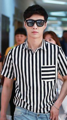 Cre: the owner/as logo Sehun, Shinee, Yixing Exo, Exo Ot12, Kim Minseok, Kim Junmyeon, Exo Memes, Kpop, Asian Style