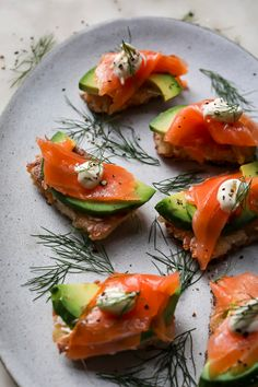 Crispy Sushi Rice with Smoked Salmon and Avocado — FEED THE SWIMMERS Smoked Salmon Appetizer, Smoked Salmon Sushi, Salmon Canapes, Salmon Sashimi, Sushi Plate, Salmon And Rice, Rice Cakes, Quick Easy Meals, Appetizers