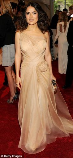 Love her dress.... hair, curly and untamed.... natural...