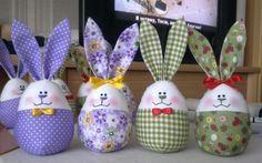 милые ушастики: зайцы и кролики. Bunny Crafts, Easter Crafts, Fabric Toys, Fabric Crafts, Holiday Ornaments, Holiday Crafts, Easter Bunny, Easter Eggs, Button Crafts
